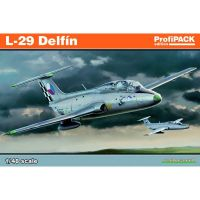 Avion L-29 Delfin