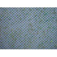 Plaque sol perforé en losange avec herbe
